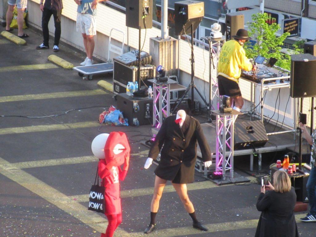 blog-roffanum-disco-parkeergarage-twee-aparte-dansers-foto
